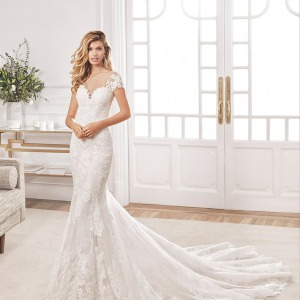 Aire Barcelona wedding dress with trumpet skirt and sweetheart neckline