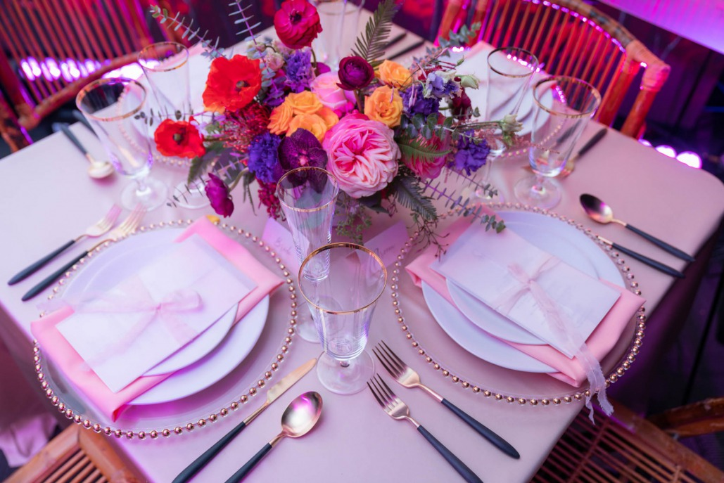 Menu cards on plates with wildflower centerpiece of coastal themed wedding on Spectacular Weddings Live by Bridal Spectacular