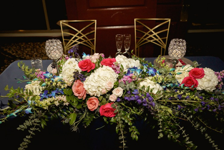 sweetheart table blue and pink centerpiece
