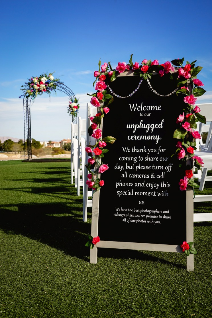 Blue and pink wedding at TPC mobile phone sign
