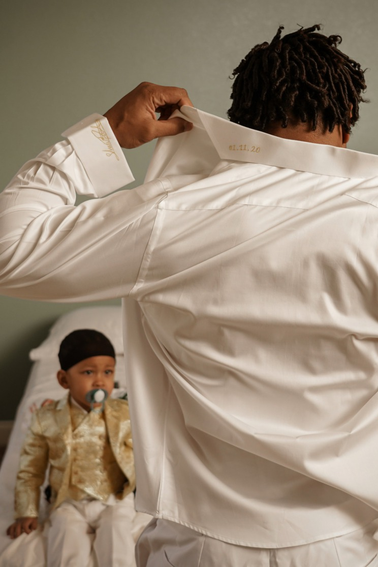 Groom getting ready for his emerald and gold wedding